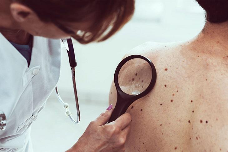 Nếu nhận thấy tình trạng nghiêm trọng, bạn nên đến khám ngay tại cơ sở y tế gần nhất