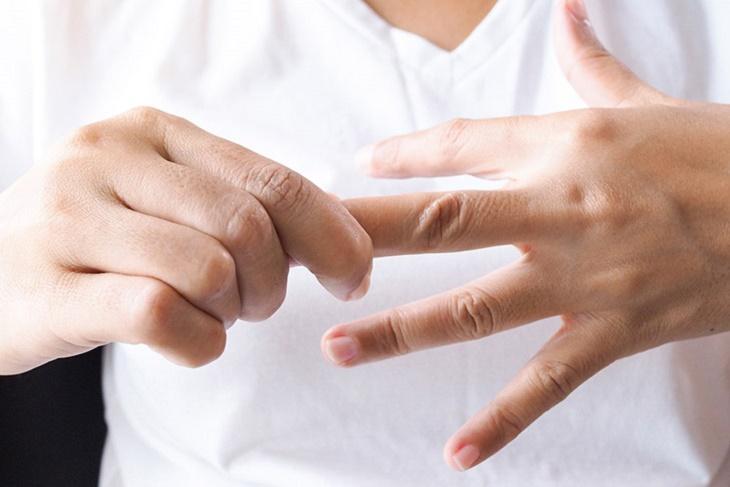 Ngứa kẽ chân kẽ tay là bệnh gì, chữa thế nào?