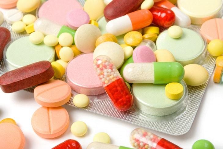 Uống thuốc tây để cải thiện sức khỏe làn da