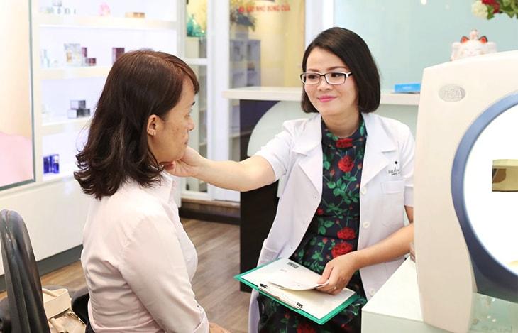 Thăm khám tại bệnh viện để được tư vấn phác đồ điều trị phù hợp