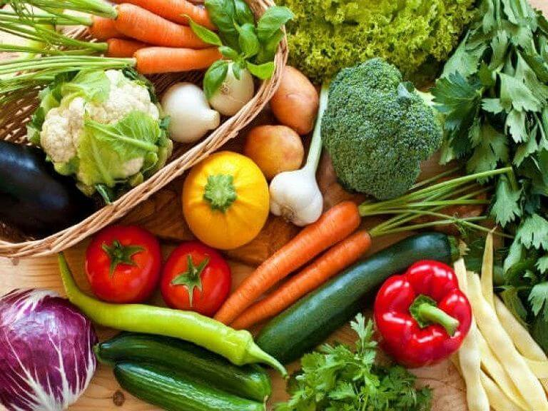 Nên bổ sung nhiều rau xanh vào bữa ăn để phòng bệnh