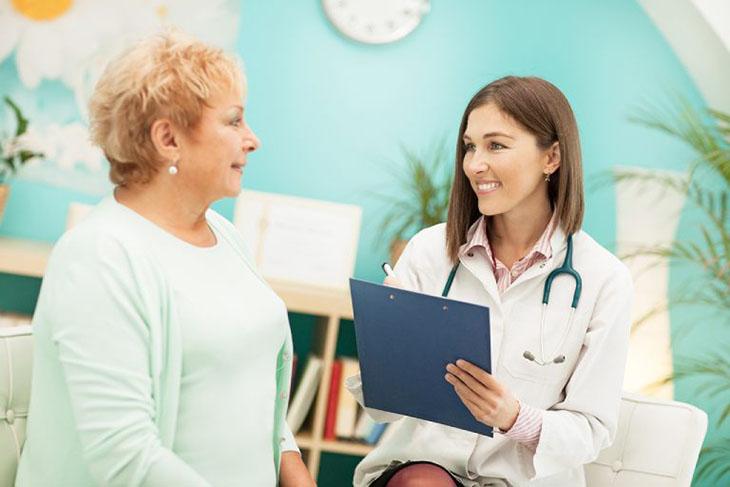 Thăm khám y tế từ sớm để xác định nguyên nhân gây sưng amidan