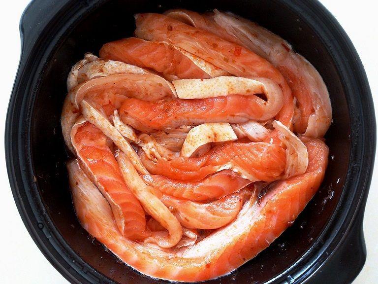 Cá hồi kho chứa nhiều axit béo omega 3 - rất tốt cho người bệnh đại tràng