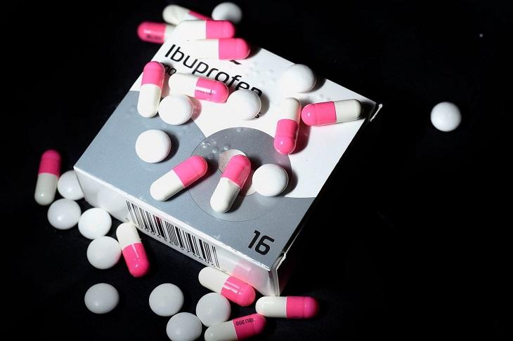 Thuốc chữa thoái hóa cột sống giảm đau thuộc nhóm NSAID là lựa chọn phổ biến