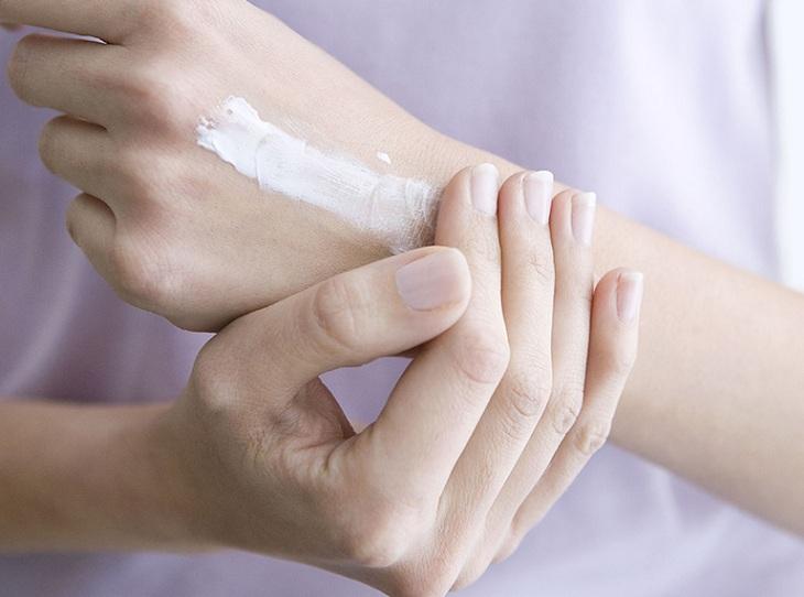 Sử dụng thuốc tây trị ngứa da, nổi hột như da gà