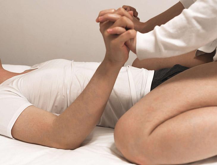 Quan hệ tư thế vợ trên chồng dưới an toàn khi mang thai