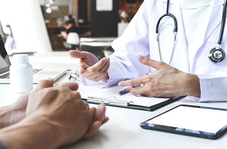 Nhờ bác sĩ khám và điều trị tình trạng tinh trùng yếu