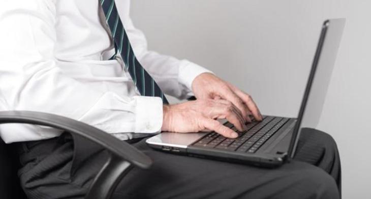 Dùng máy tính thường xuyên không tốt cho tinh trùng