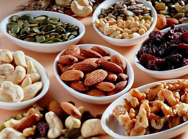 Bé không nên ăn đồ ăn khô cứng khi bị viêm amidan