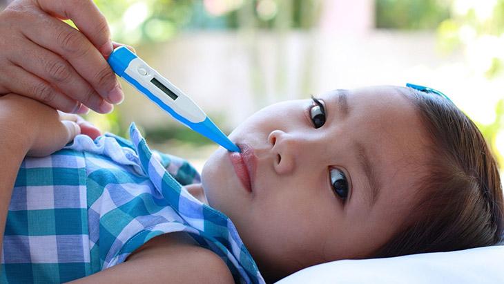 Đôi khi, cha mẹ không cần quá lo lắng khi trẻ bị viêm amidan sốt mấy ngày