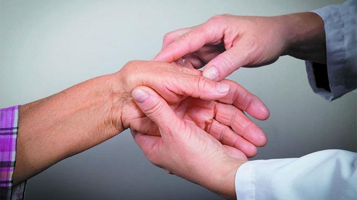 Người bệnh thường diễn ra cảm giác nhức mỏi tay chân
