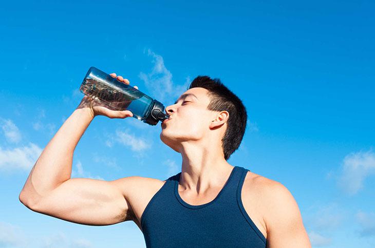 """Bên trong tinh trùng có chứa nước chính vì vậy bổ sung nước khiến nam giới """"xuất""""nhiều hơn"""