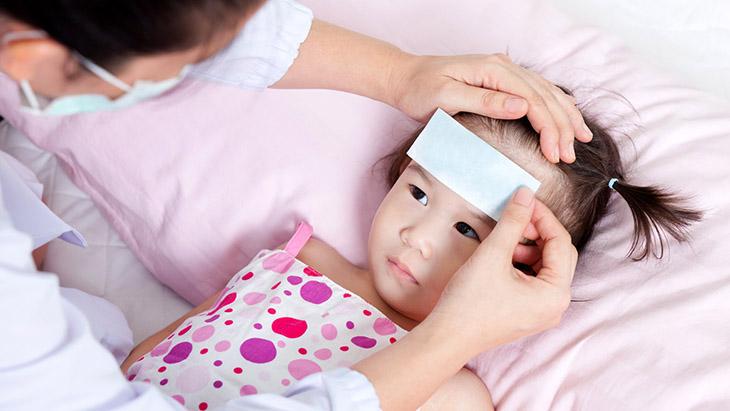 Miếng dán hạ sốt có thể giúp trẻ hạ thân nhiệt nhanh