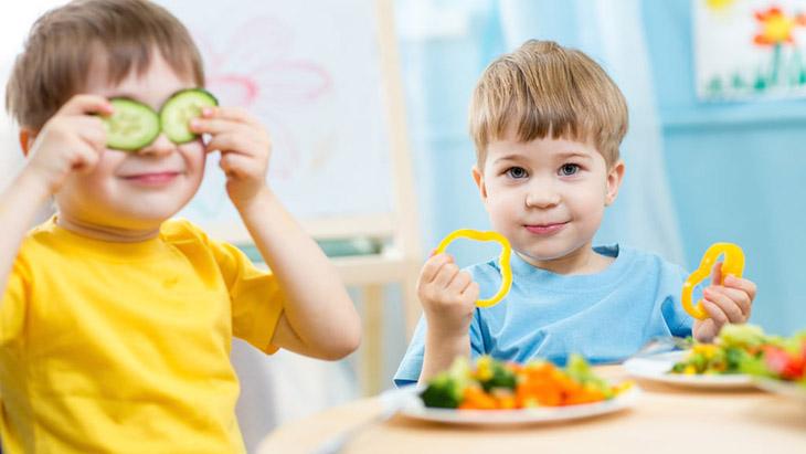 Chế độ ăn uống khoa học, đa dạng và nhiều dưỡng chất giúp trẻ tăng sức đề kháng, ngăn ngừa bệnh tật