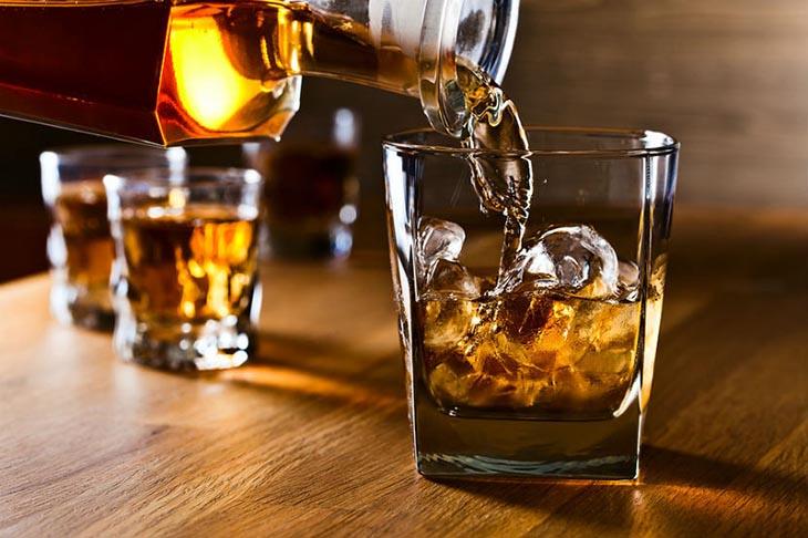 Hạn chế sử dụng đồ uống có cồn trong thời gian trị bệnh