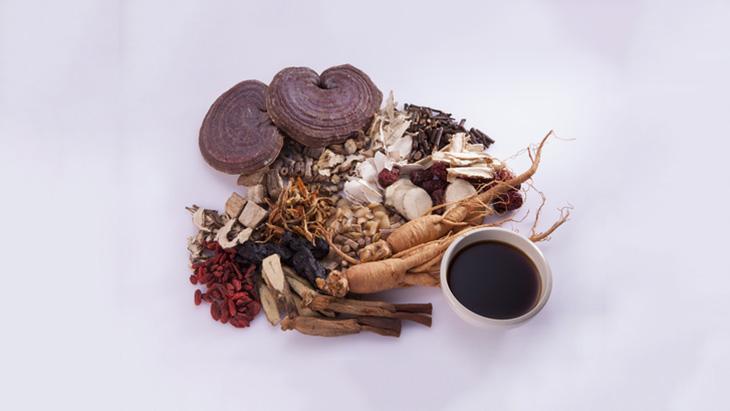 Thuốc Đông y tuy có vị hăng, khó uống, nhưng có hiệu quả điều trị cao, ít tác dụng phụ