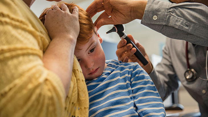 Viêm tai giữa có thể là hệ quả của viêm amidan ở trẻ em