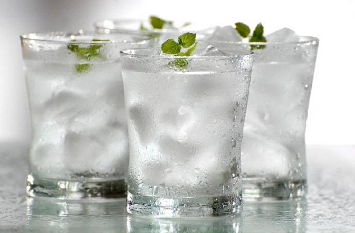 Sử dụng nước đá ở mức độ vừa phải để ngăn ngừa tình trạng viêm họng