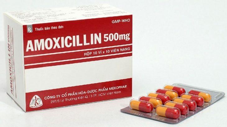Amoxicillin có tác dụng kháng khuẩn, giảm viêm từ đó điều trị viêm họng hiệu quả