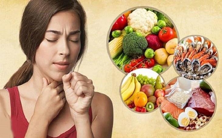 Người bị viêm loét họng cần xây dựng chế độ dinh dưỡng hợp lý, tránh sử dụng thực phẩm cay, nóng