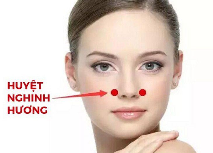 Bấm huyệt chữa viêm mũi dị ứng bằng huyệt nghinh hương