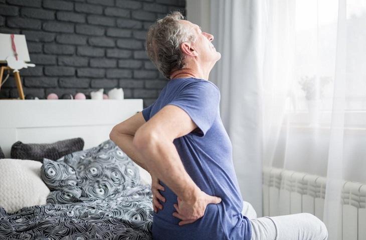 """Thoái hóa cột sống thắt lưng là """"thủ phạm"""" gây ra các cơn đau nhức ở người già"""