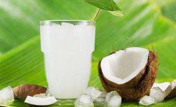 Bị bệnh viêm đại tràng hoàn toàn có thể uống nước dừa như bình thường