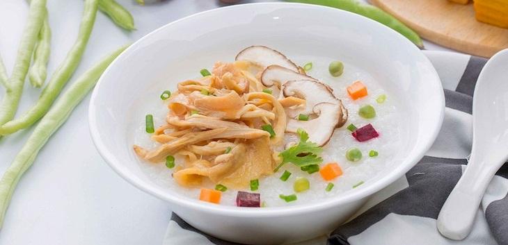 Ăn đồ ăn mềm như cháo, súp rất tốt cho việc bảo vệ cổ họng