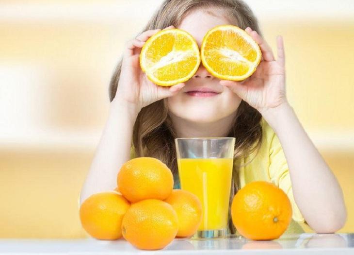 Tăng cường bổ sung thực phẩm giàu vitamin C để đề phòng viêm mũi ở trẻ