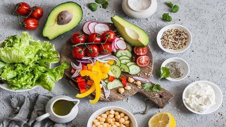 Luôn đảm bảo ăn đủ bữa, đủ chất dinh dưỡng nhằm ngăn chặn các tác nhân gây bệnh