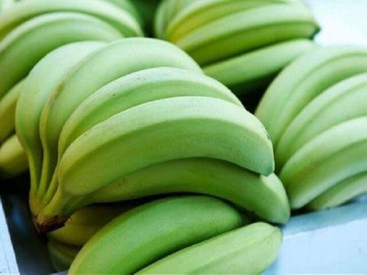 Chữa đau dạ dày bằng chuối xanh là mẹo dân gian được sử dụng rất phổ biến.
