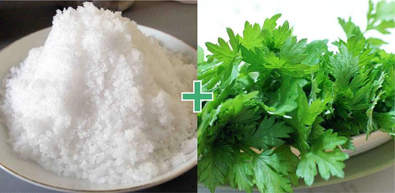 Bài thuốc dân gian từ ngải cứu và muối trắng chữa thoát vị đĩa đệm