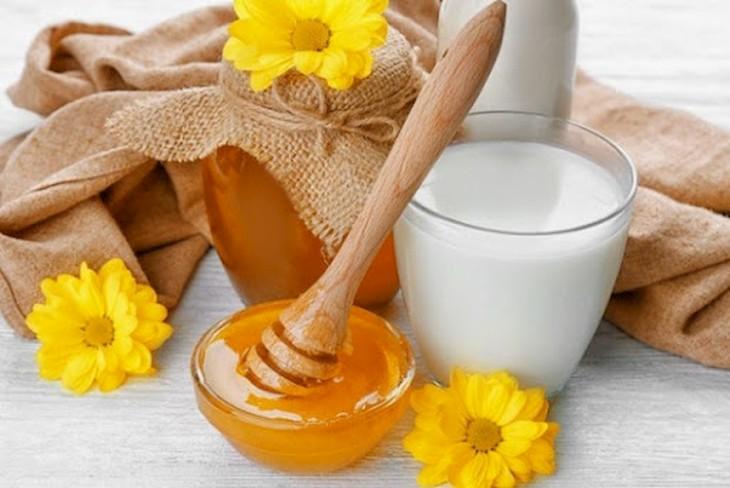 Uống mật ong và sữa hàng ngày để bệnh nhanh khỏi