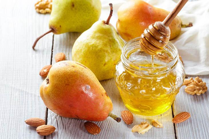 Lê và mật ong là sự kết hợp hoàn hảo, giúp tình trạng khó chịu sớm biến mất