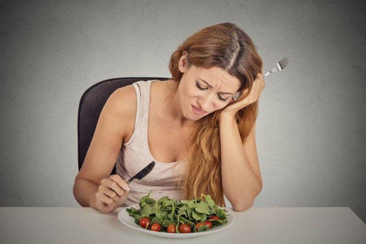 Mất ngủ trong thời gian dài khiến cơ thể mệt mỏi, chán ăn