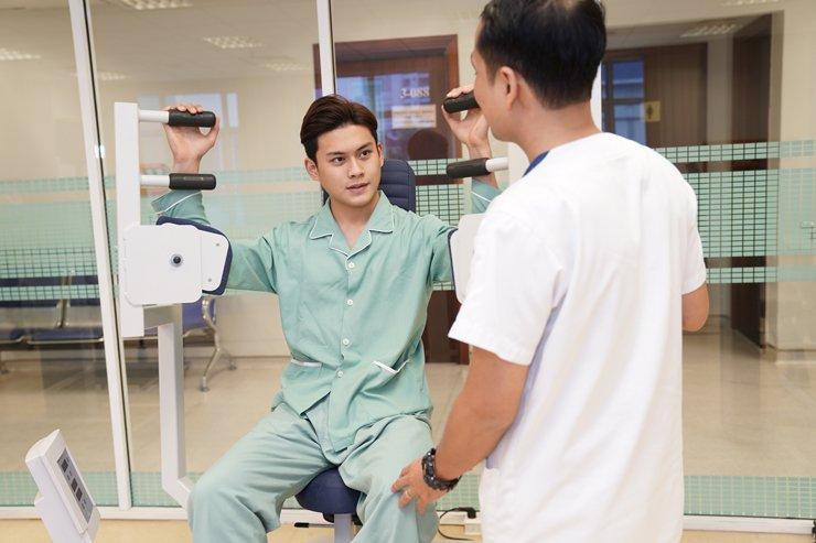 Kiên trì tập luyện là cách làm mạnh cột sống, giúp cơ thể dẻo dai, hỗ trợ quá trình trị bệnh