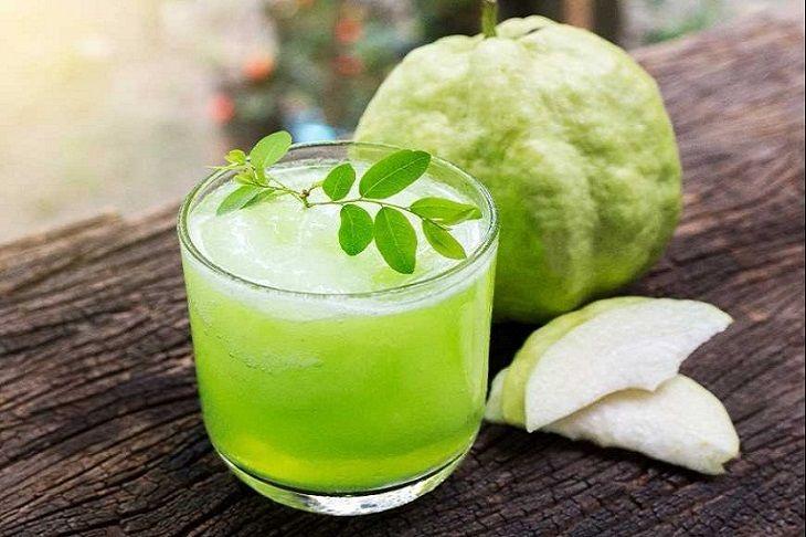 Người bị đau dạ dày vẫn có thể ăn ổi hoặc uống nước ép ổi