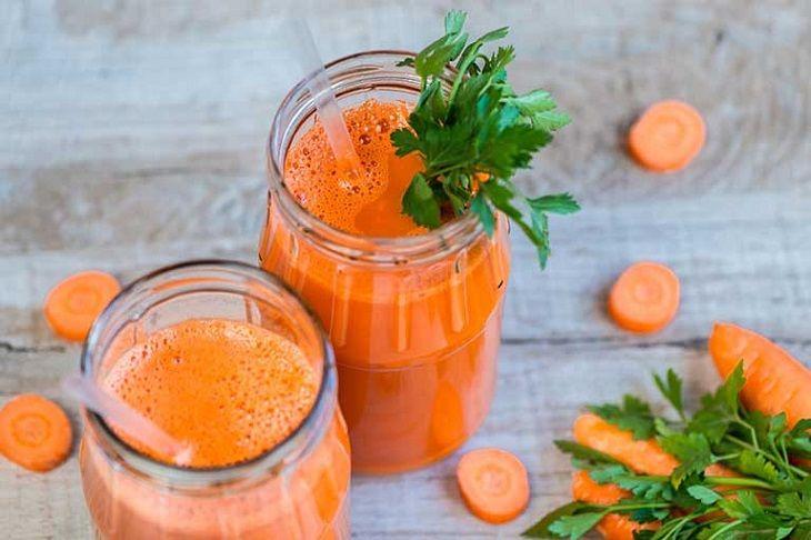 Uống nước ép cà rốt giúp bạn điều trị viêm loét dạ dày mãn tính