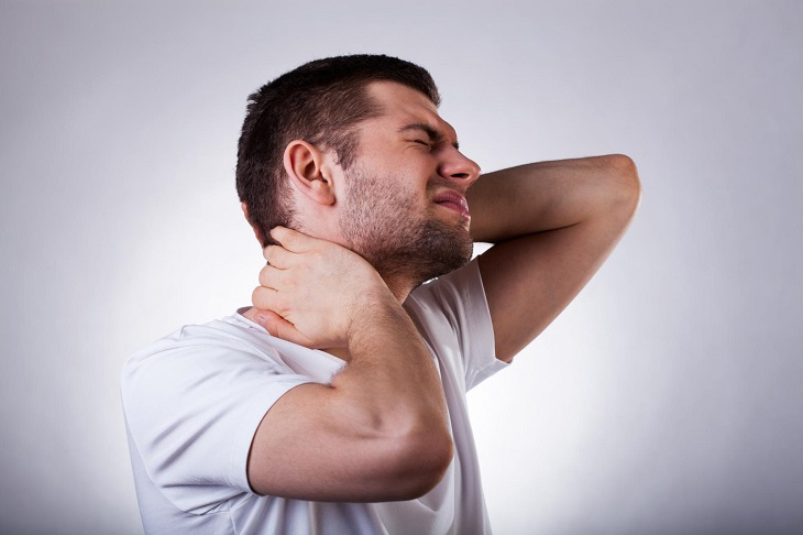 Đau nhức là biểu hiện thường gặp ở người mắc thoát vị đĩa đệm cổ