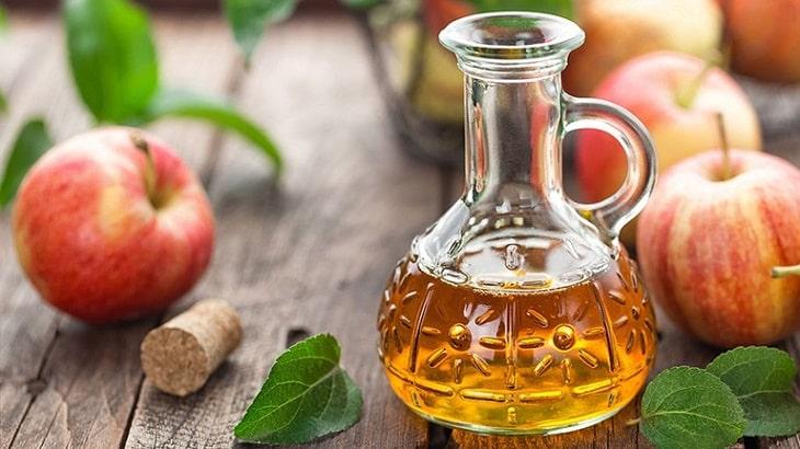 Giấm táo có chứa các axit lactic giúp sát khuẩn tự nhiên