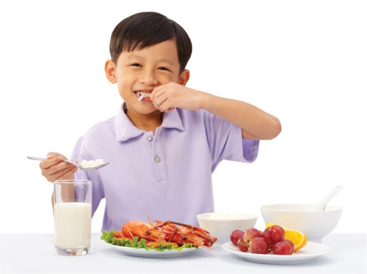Chế độ dinh dưỡng khoa học giúp hỗ trợ điều trị trào ngược trẻ