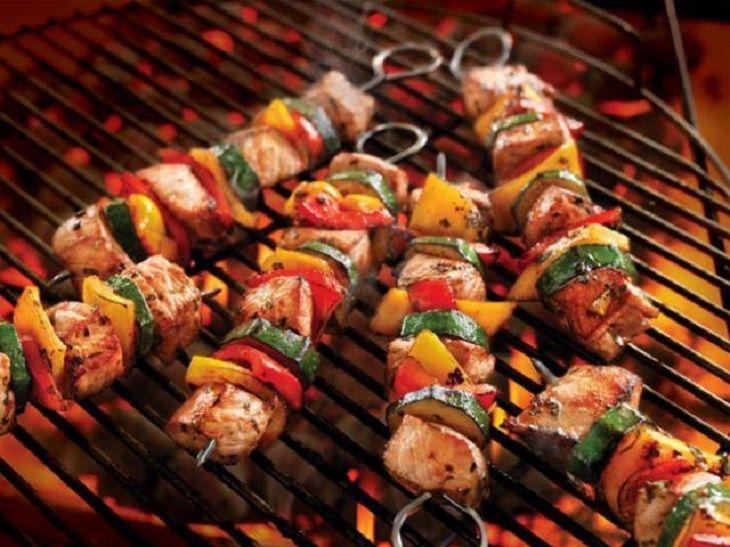 Viêm dạ dày cần tránh ăn các món nướng để không gây hại dạ dày