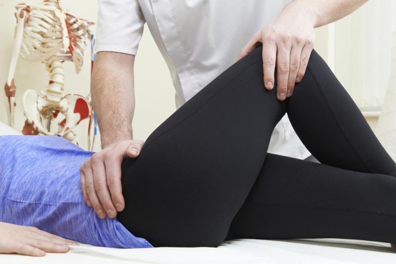 Thoái hóa, thoát vị hay viêm khớp háng là bệnh rất nguy hiểm cần điều trị sớm
