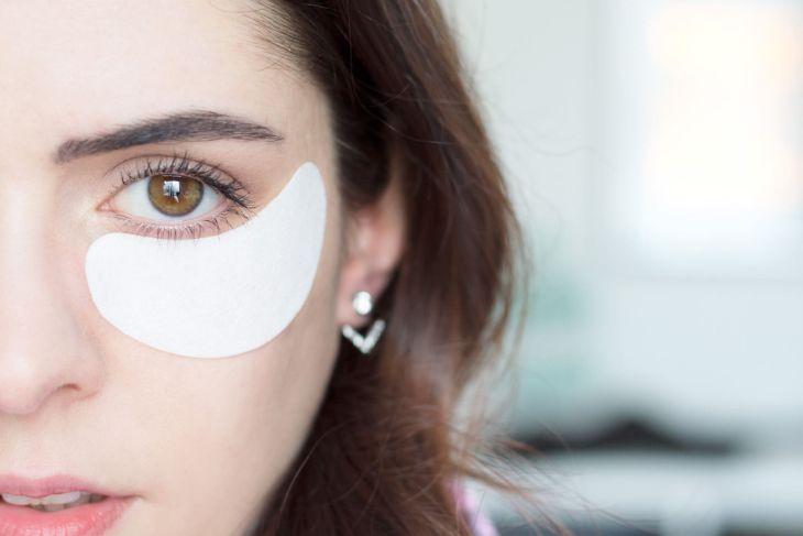 Vùng da mắt cần được chăm sóc bằng sản phẩm chuyên biệt