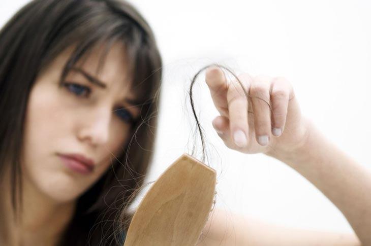 Mất ngủ gây rối loạn nội tiết tố gây tình trạng rụng tóc