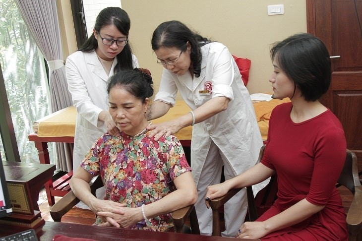 Đội ngũ bác sĩ nhiệt tình, thân thiện hết lòng bị người bệnh