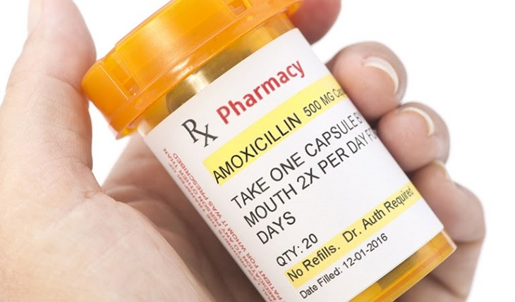 Thuốc kháng sinh được sử dụng phổ biến trong quá trình trị viêm tai giữa ứ dịch đó là Amoxicillin