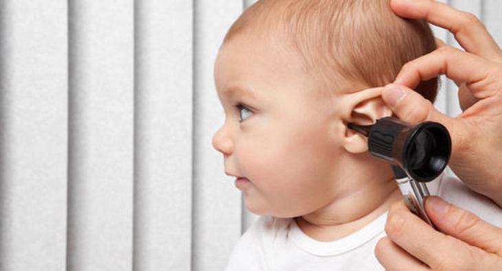 Khám lâm sàng cho bệnh nhân mắc bệnh viêm tai giữa