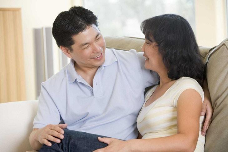 Tâm sự cùng vợ, bạn gái để được cảm thông, hỗ trợ