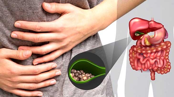 Nhận thấy triệu chứng buồn nôn, vàng da, chán ăn đi kèm cơn đau vụng bên trái thì người bệnh nên tới gặp bác sĩ
